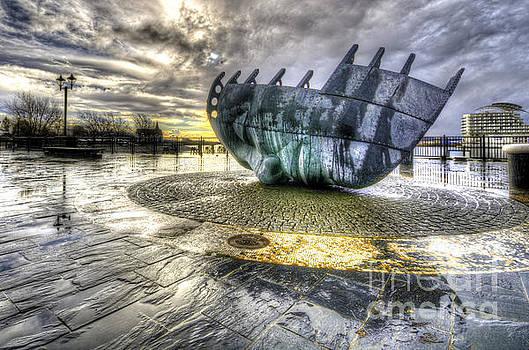 Merchant seafarer's war memorial 2 by Steev Stamford