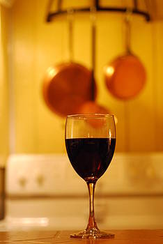 Merlot in the Kitchen by Peter  McIntosh