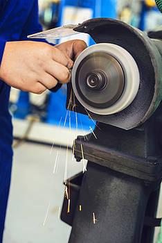 Eduardo Huelin - Metal grinder grinding stone