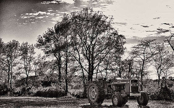 MF 285 Tractor by Kelly Reber