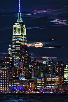 Midtown Supermoonrise by Chris Lord