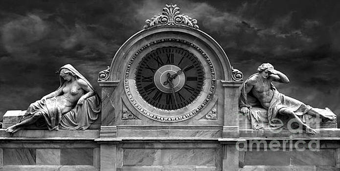 Gregory Dyer - Milan Clock in black and white