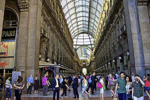 Milan shopping mall by Milan Mirkovic
