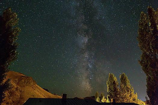 Milky Way over Farmland in Central Oregon by David Gn