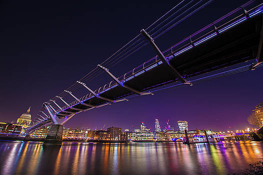 Millennium Bridge at night 2 by Mariusz Czajkowski