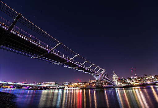 Millennium Bridge London  by Mariusz Czajkowski