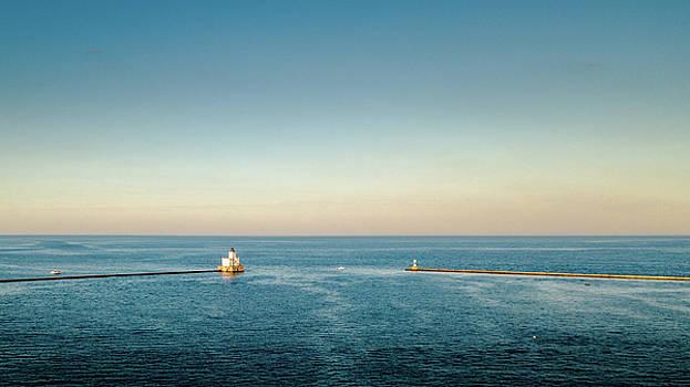 Milwaukee Harbor by Randy Scherkenbach