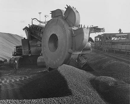 Chicago and North Western Historical Society - Mining Machinery at Work