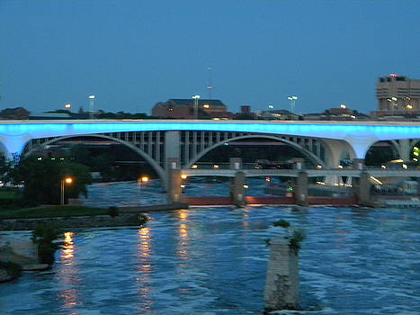Minneapolis Bridge by Laurie Prentice