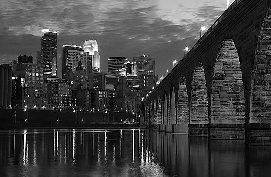 Wayne Moran - Minneapolis Stone Arch Bridge BW