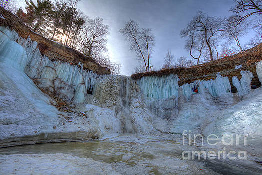Minnehaha Falls Minneapolis Minnesota Winter Morning by Wayne Moran