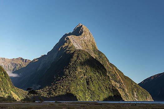 Mitre Peak Rahotu by Gary Eason