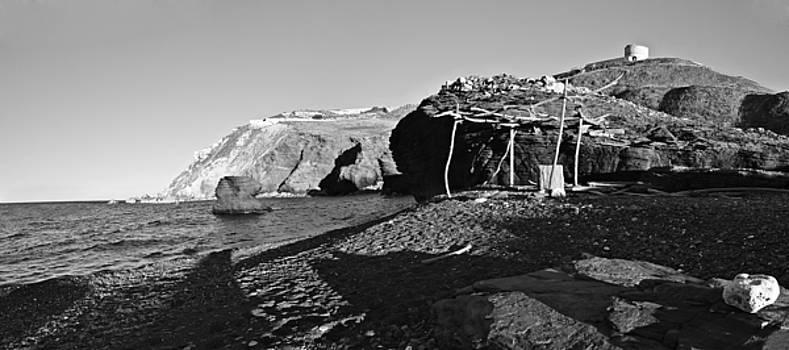 Pedro Cardona Llambias - modern robinson crusoe beach by Pedro Cardona BW