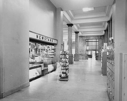 Chicago and North Western Historical Society - Modernized Newstand at Chicago Passenger Terminal - 1961