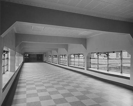 Chicago and North Western Historical Society - Modernized Walkway of Chicago Passenger Terminal Ca.1961