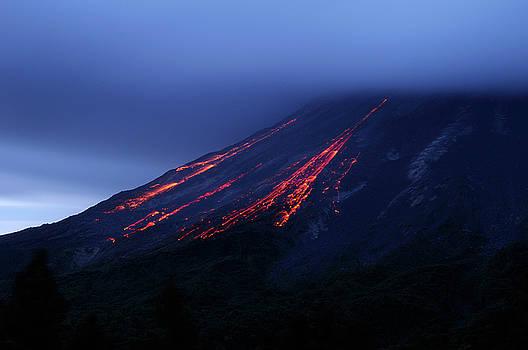 Reimar Gaertner - Molten cinder blocks falling down Arenal volcano in Costa Rica a