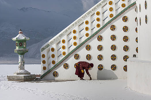 Monk clearing snow by Hitendra SINKAR