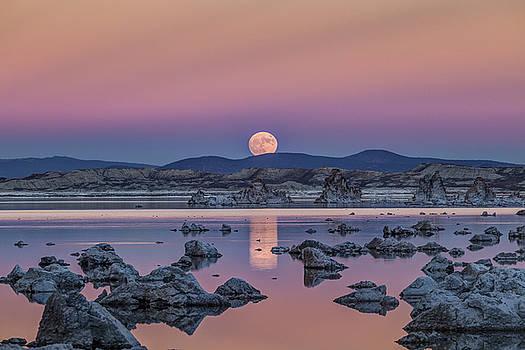 Mono Lake Super Moon Rise by Jeff Sullivan