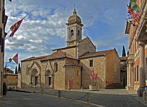 Mary Attard - Montalcino piazza
