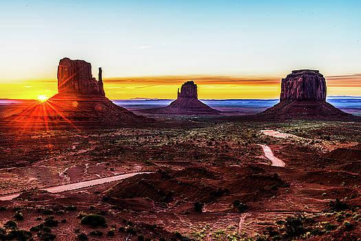 Monument Valley - Sunrise by Hisao Mogi