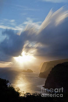 Charmian Vistaunet - Moon Rays over North Kohala Cliffs