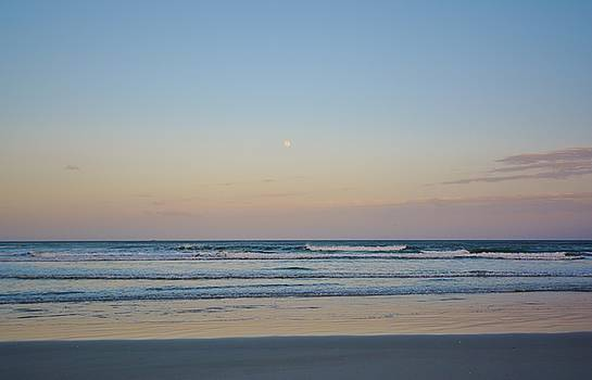 Patricia Twardzik - Moon Rising on a Beautifully Lit Beach