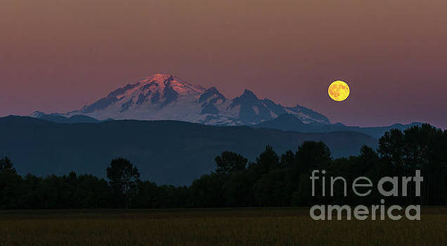 Paul Conrad - Moon Rising over Mount Baker