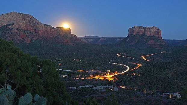Moonrise by Gary Kaylor