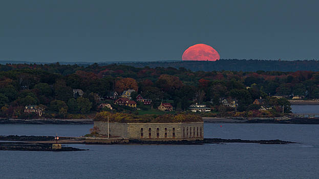 Moonrise over Ft. Gorges by Darryl Hendricks
