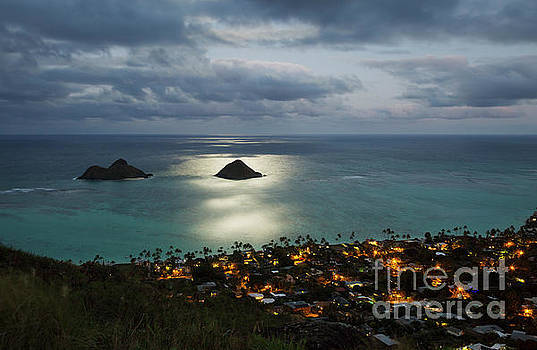 Charmian Vistaunet - Moonrise over Lanikai