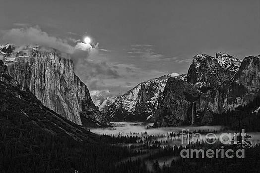 Jamie Pham - Moonrise Over Yosemite