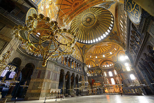 Reimar Gaertner - Morning light in an empty Hagia Sophia with chandeliers and gold