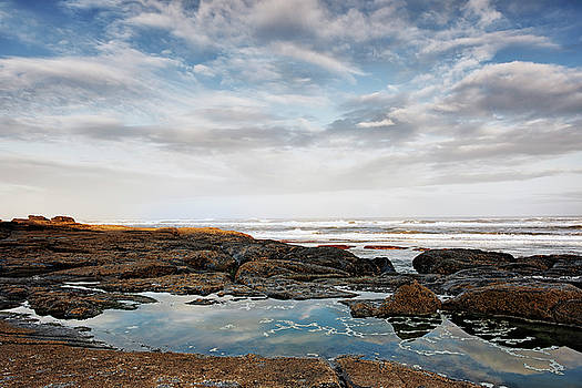 Morning low tide at Oregon's Yachat's Beach. by Larry Geddis