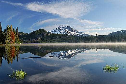 Reimar Gaertner - Morning mist on Sparks Lake with South Sister reflection