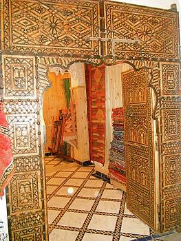 Moroccan carved door by Exploramum Exploramum