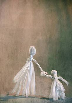 Mother And Daughter Raffia Dolls by Elly De vries