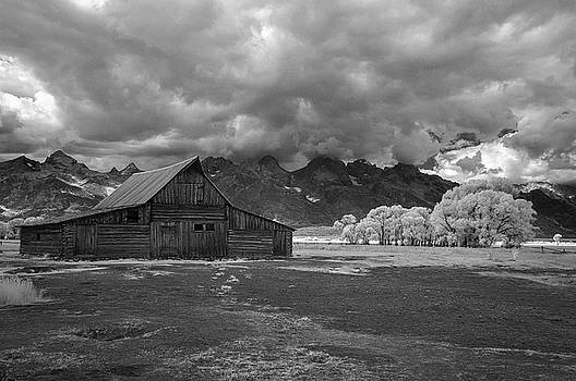 Moulton Barn at the Tetons by John Roach