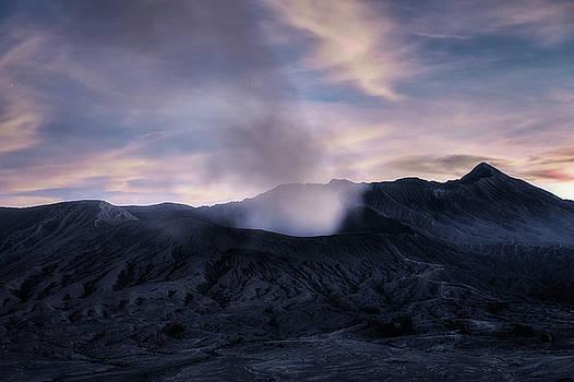 Mount Bromo after the sun - Java by Joana Kruse