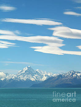 Mount Cook and Lake Pukaki by Alex Cassels