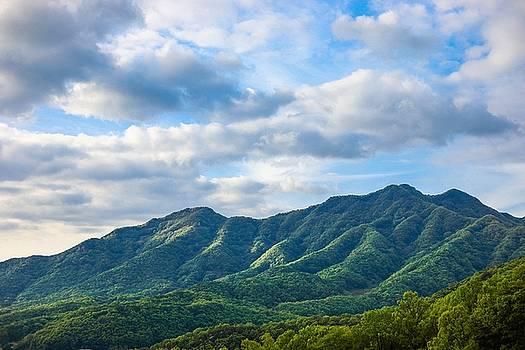 Mountain And Sky by Hyuntae Kim