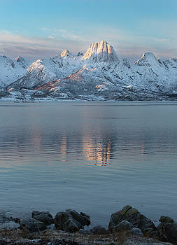 Mountain reflection by Frank Olsen