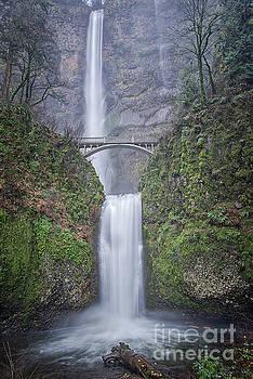 Multnomah Falls by Craig Leaper