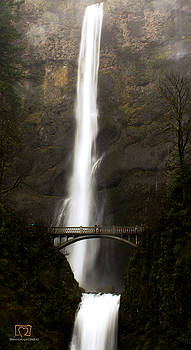 Multnomah Falls by Shannon Gan Dathu