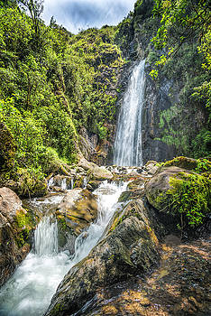 Mundug waterfall by Henri Leduc