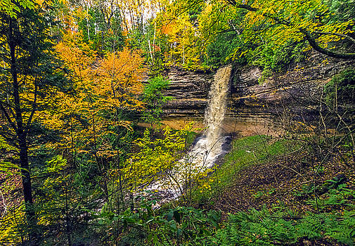 Munising Falls by Lonnie Paulson