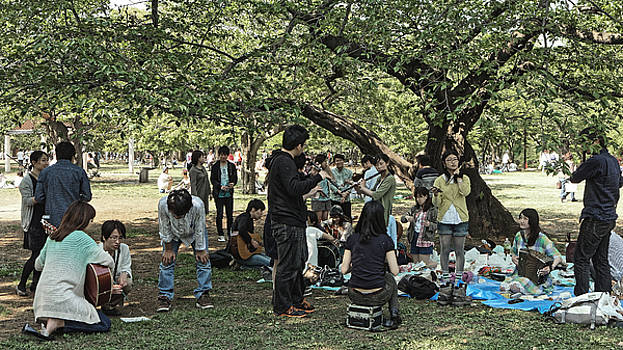 Chris Honeyman - Music-makers in Chiyoda park, Tokyo 2014