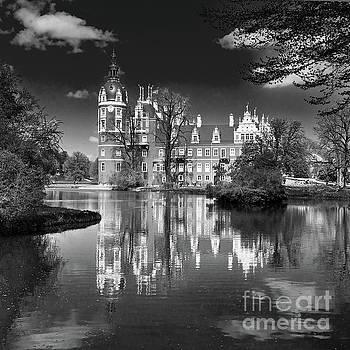 Muskau Castle by Jaroslaw Suchozebrski