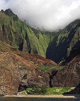 Napali Heights by Richard Hinds
