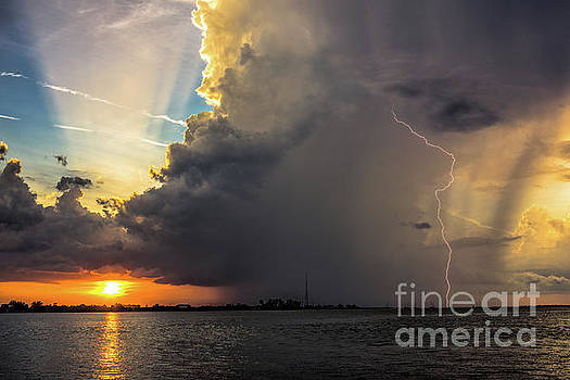 Natures Lightshow by Damon Powers