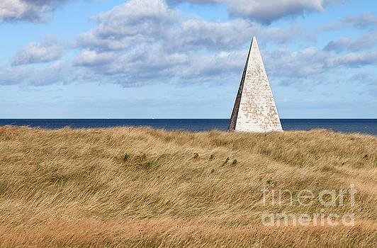 Navigation Daymark - Lindisfarne by Bryan Attewell